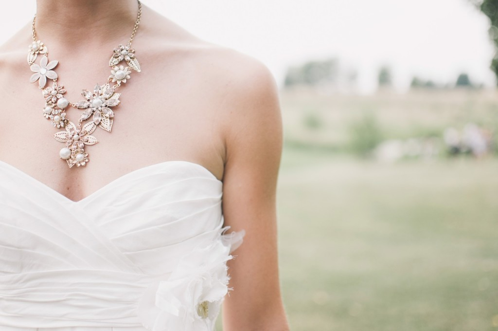 wedding-dress-necklace-bride